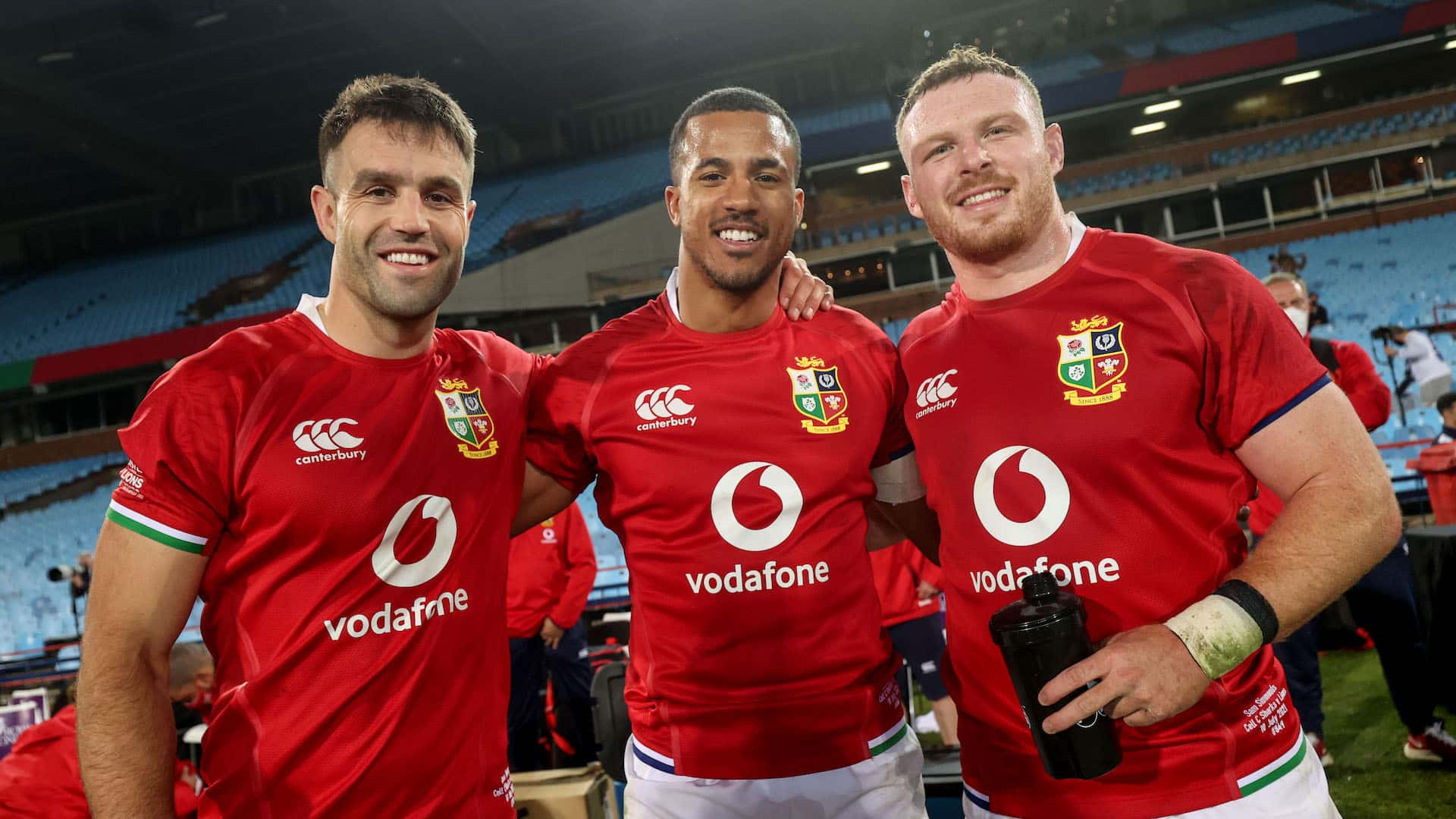 Conor Murray, Anthony Watson and Sam Simmonds celebrate after the game