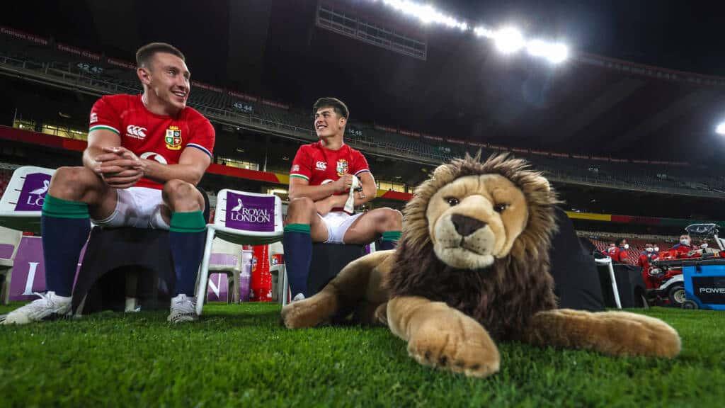 Josh Adams and Louis Rees-Zammit with Mascot BIL