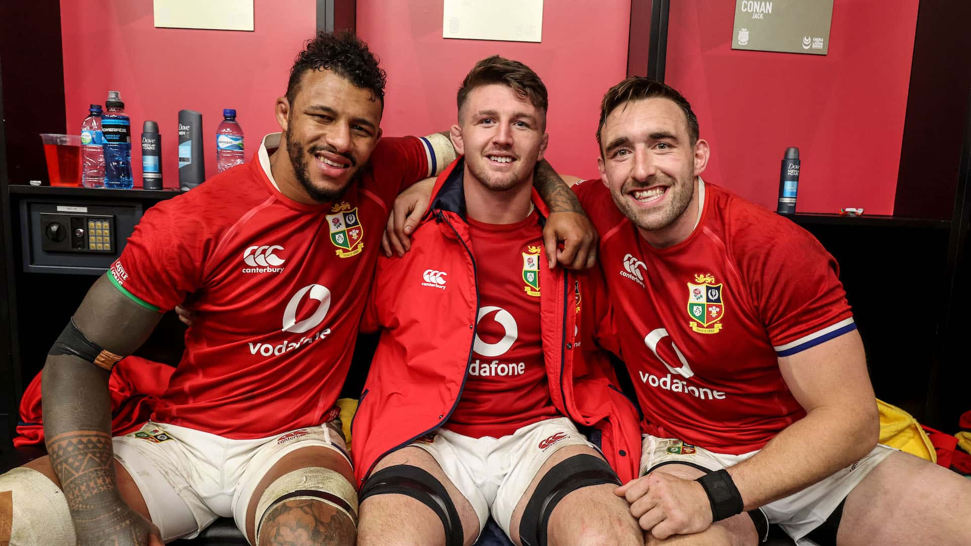 Courtney Lawes, Tom Curry and Jack Conan celebrate after the game