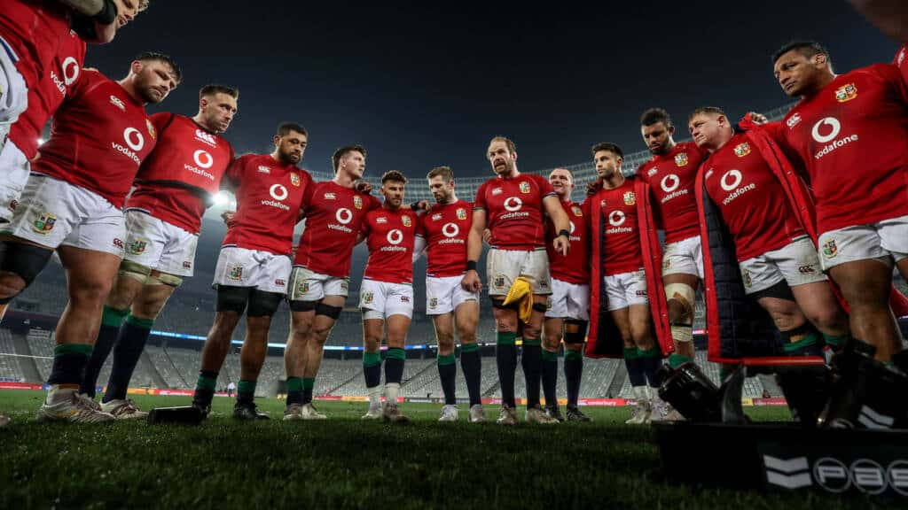 Alun Wyn Jones speaks to the team after the game