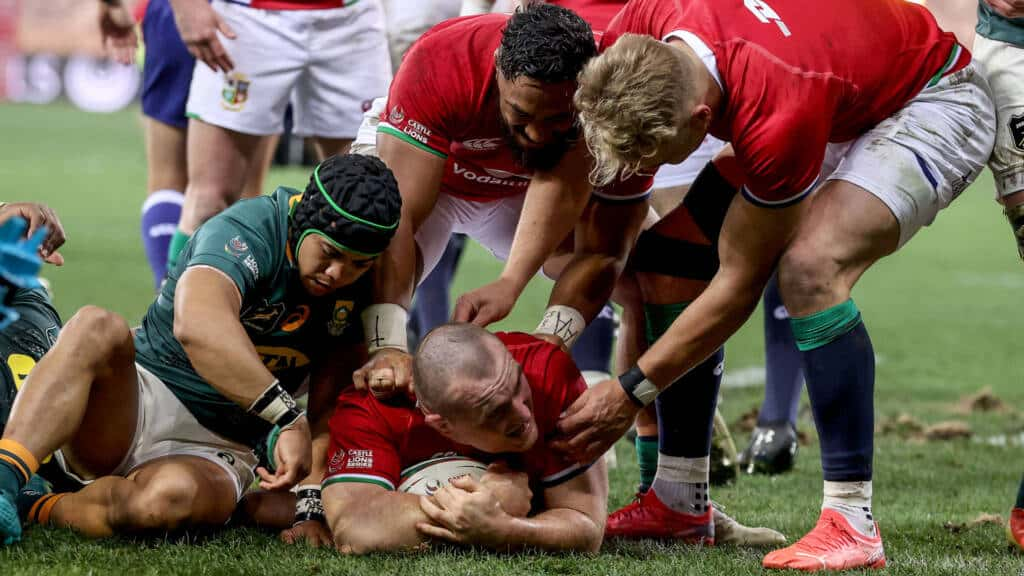 Ken Owens scores a try and celebrates with Bundee Aki and Duhan van der Merwe