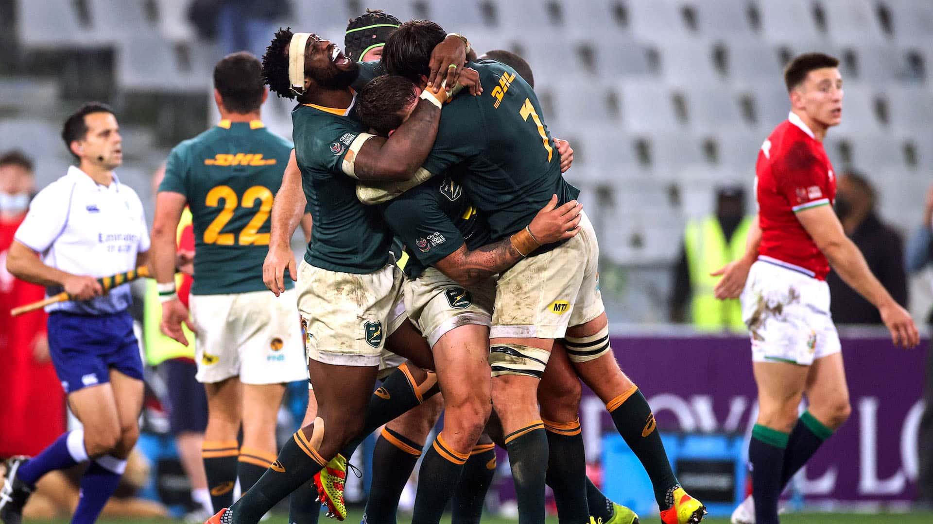 Siya Kolisi celebrates winning with teammates